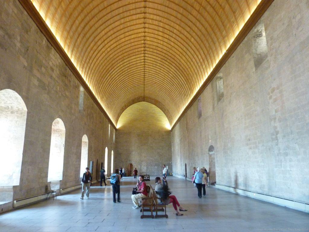 palais_des_papes_Avignon_interieur.jpg