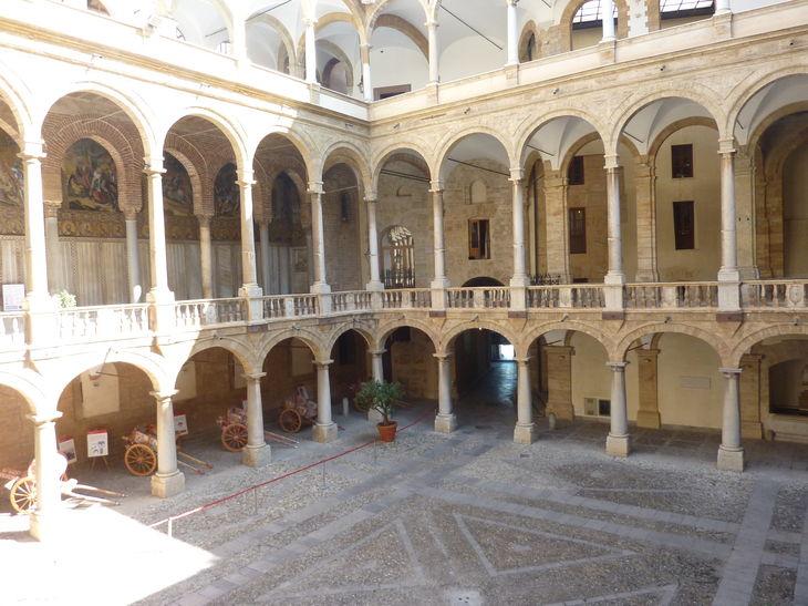 Palerme_Palazzo_Reale_1.jpg