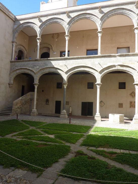 Palerme_Piazza_Abatellis_1.jpg