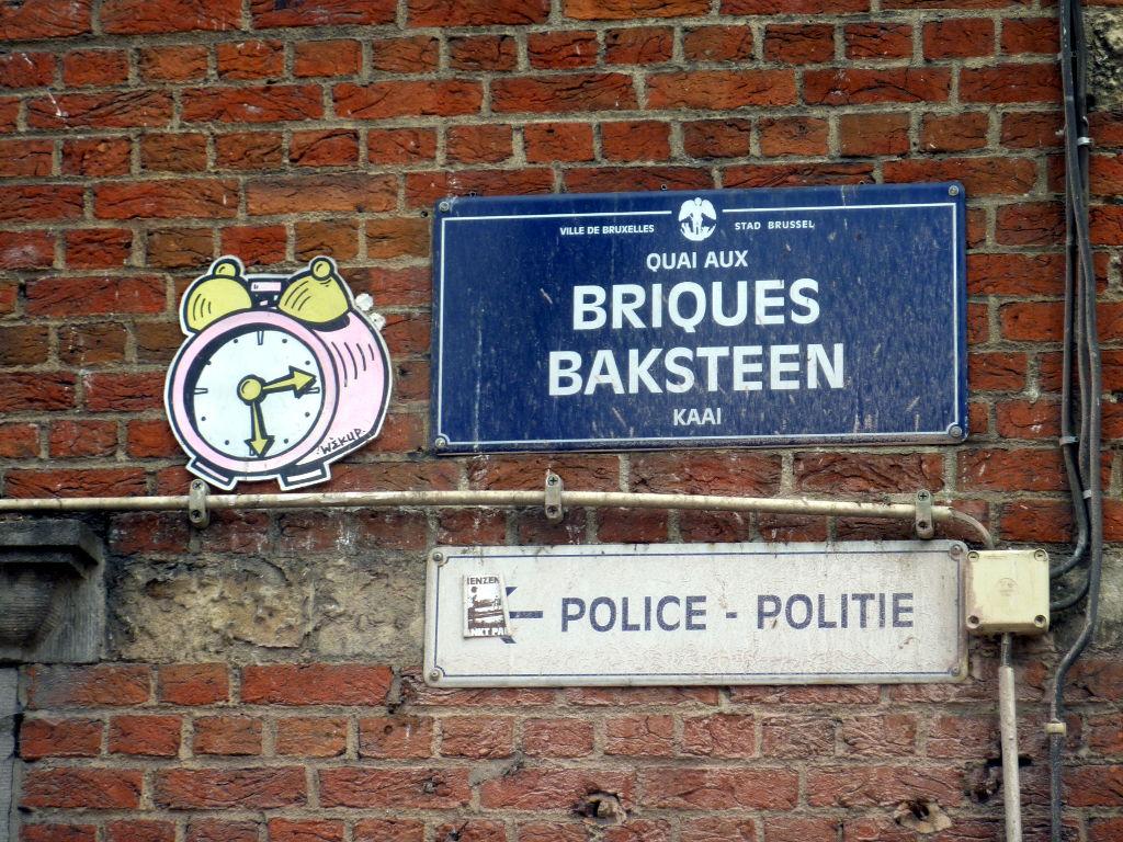 2-_quai_aux_briques_sticker_cablage_urbain.jpg